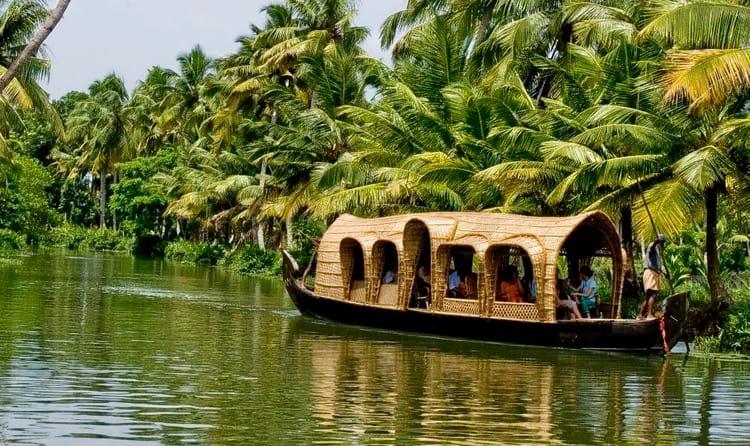 1513317614_kerala-houseboats-alleppey-backwaters.jpg