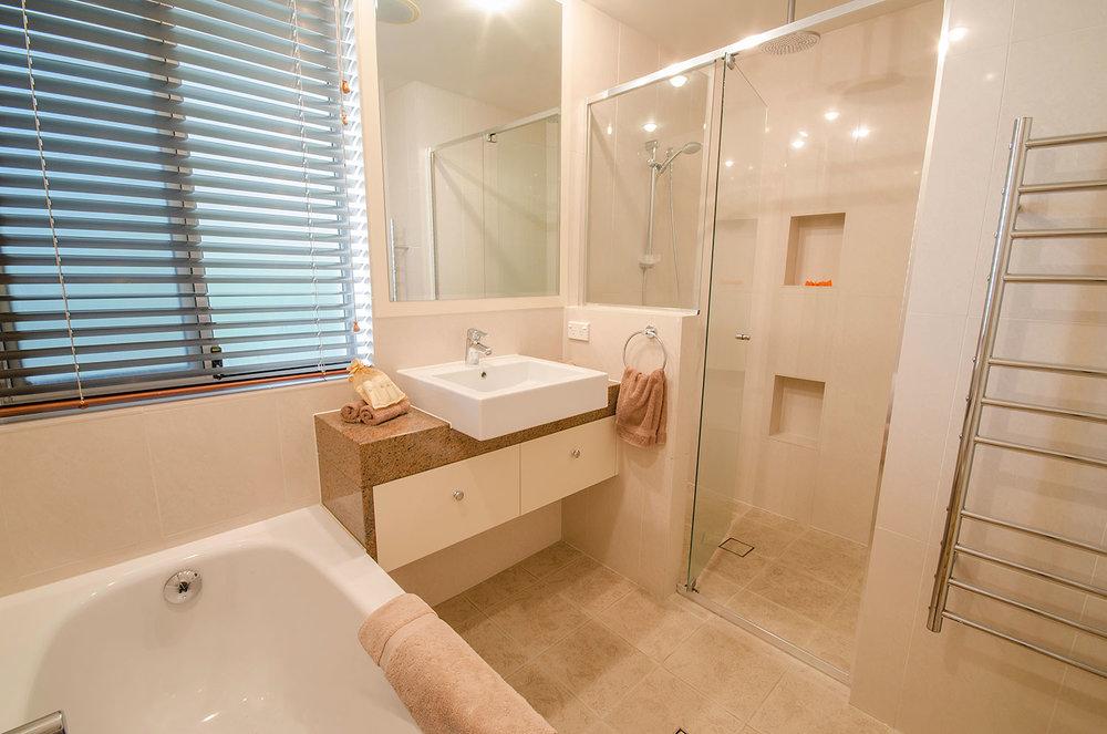 Ensuite bathroom, Apartment One | Ming Apartments, Kingscliff NSW Australia
