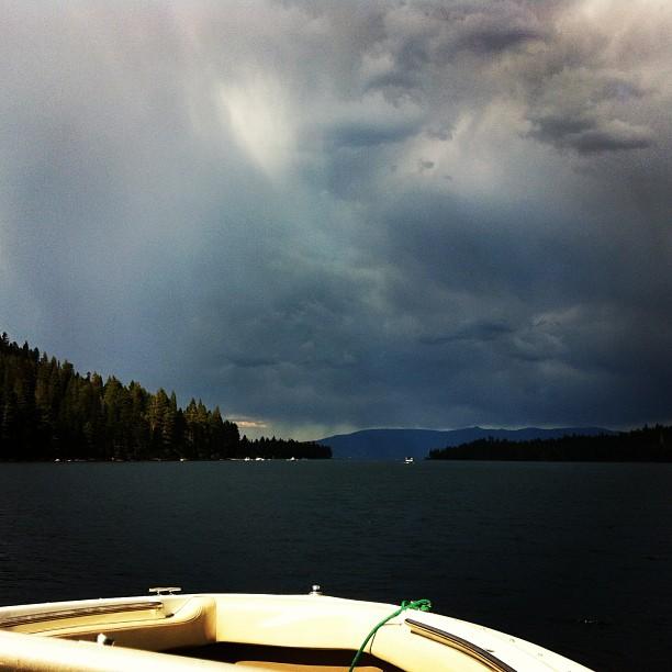#tahoestorm #tahoe #tahoeboating#boatinginthe rain#Tahoelife#boatlife#