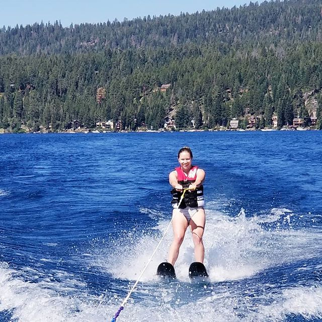 Here's @juliaj11 making waterskiing look easy! Even went outside the wake! Superstar skier over here! . Have you been waterskiing this summer? Tell us about your expirience below! . Haven't been but want to try? DM us to book your private boat charter today! . #laketahoe #tahoepowersports #tahoelife #wakeboarding #waterski #watersports #waterfun #tubing #summer #summerfun #water #lakelife #privateboatcharter #boatrental #boating