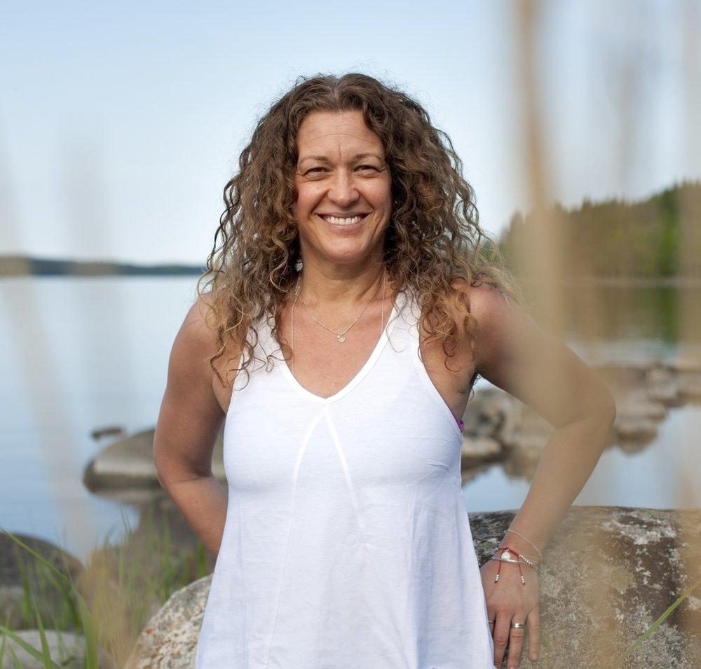 - Om Annika Delägare/GrundareAnnika upptäckte yogan för 13 år sedan när ryggen började säga ifrån. Hon anser att de som säger att yoga inte är för dem, har inte hittat rätt yoga. Det finns nämligen en form för alla.Alla är vi unika, är på olika stadier i livet och i yogan möts vi oavsett om det är styrka, smidighet eller den mentala biten som du vill behålla, utveckla eller förstärka.Annika är utbildad Hatha yogalärare, 300h genom Yoga Alliance.Har också en lärarutbildning i Restorative yoga och Yin yoga
