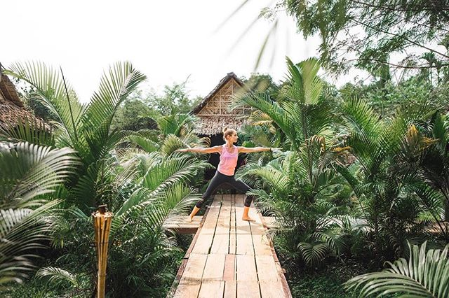 There's something about tiki lanterns, thatched roofs and wooden boardwalks that makes me want to move into the jungle and never look back... 🌿 P.S. thx 4 bein a great model @melmangano, you da bomb 👭 P.P.S. FT? ———————————————————————-• Song: Follow You - twocolors