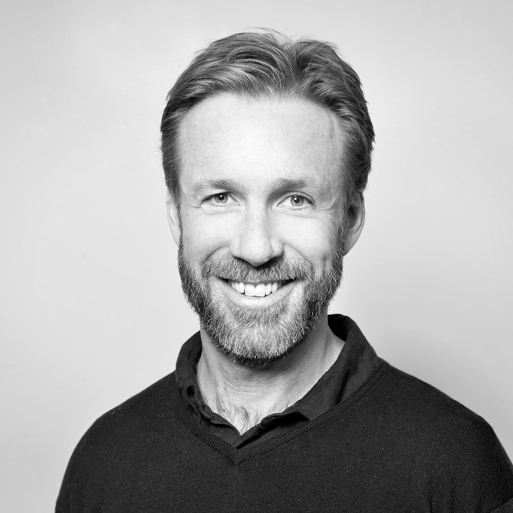 Thomas Giertsen   No. komiker, serieskaper og skuespiller i TV-serien Helt Perfekt.