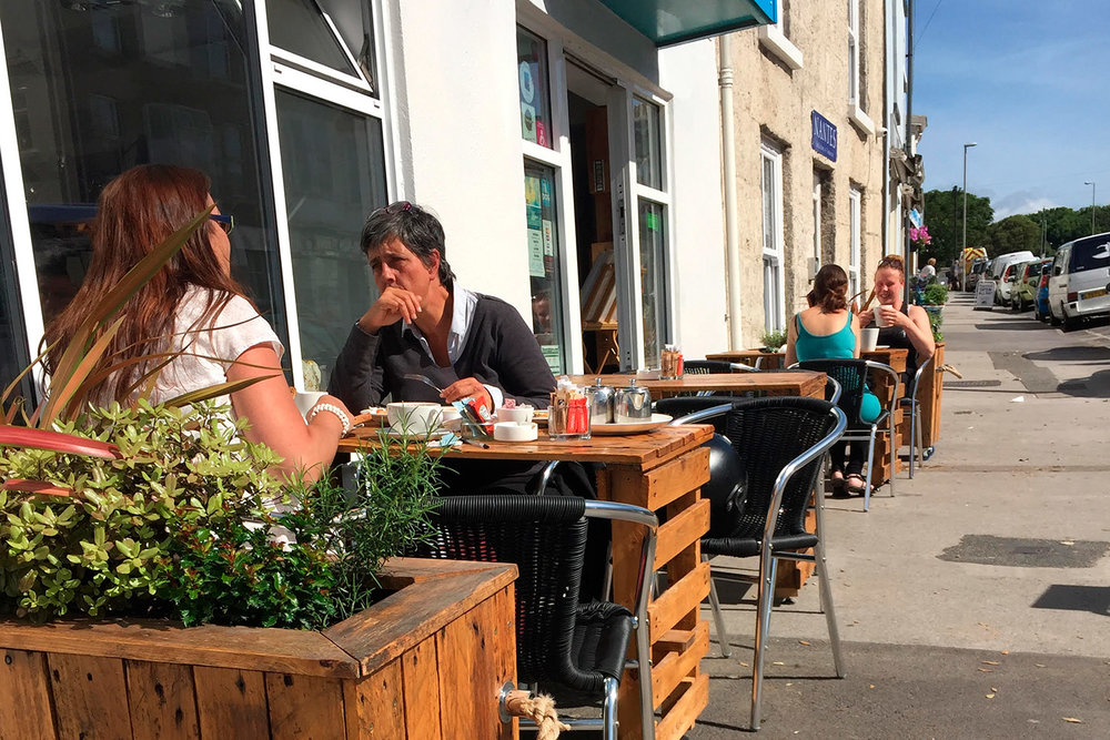 diners-chatting-outside-white-stones-art-cafe-gallery-white-stones-portland-dorset.jpg