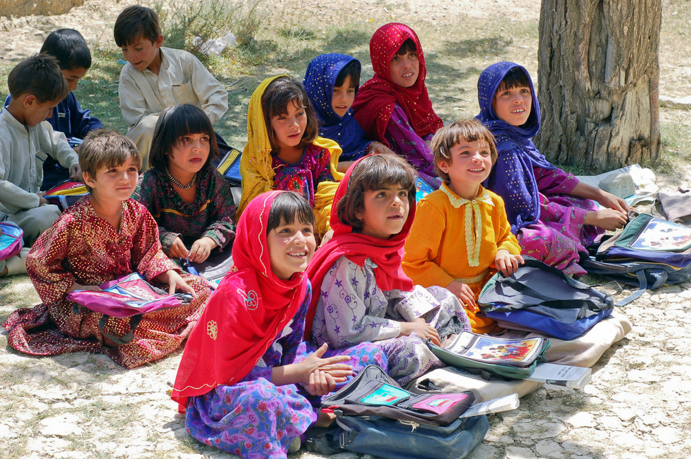 Schoolgirls_in_Bamozai.JPG