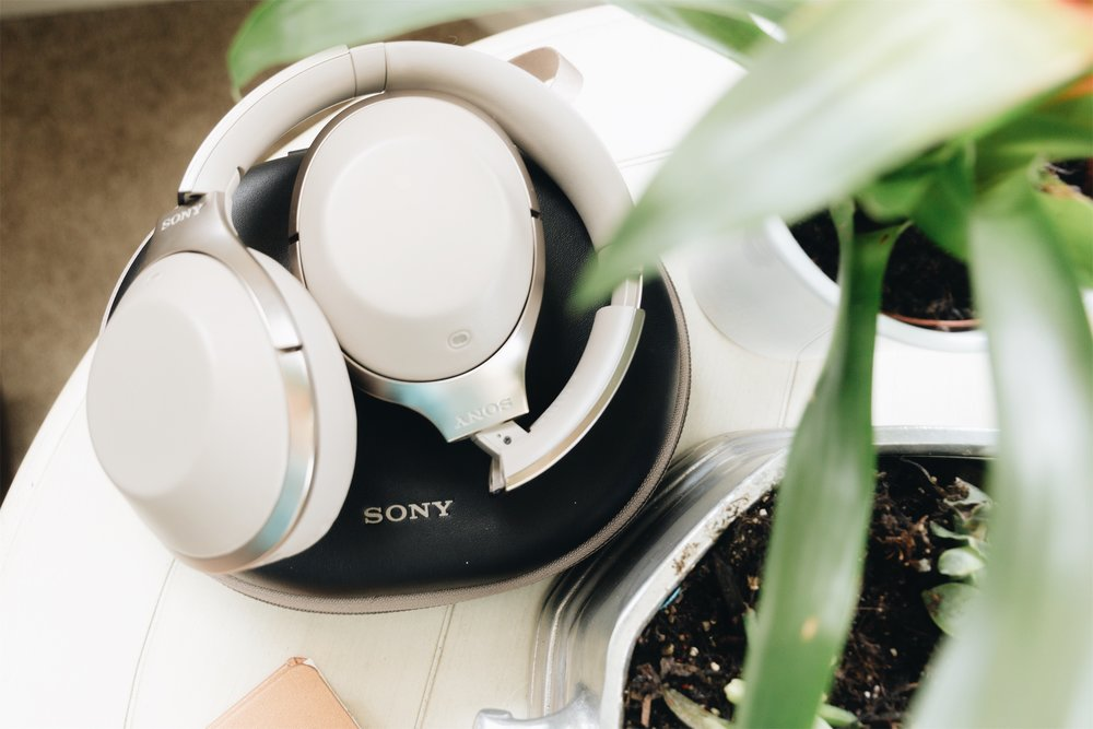 noise-cancelling headphones - Sony mdr1000x