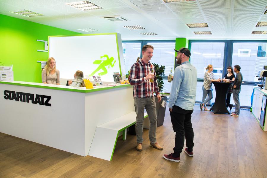 Die Lobby im Kölner Startplatz - guter Kaffee ist wie immer ein Muss und dort herrscht ein reges Netzwerken