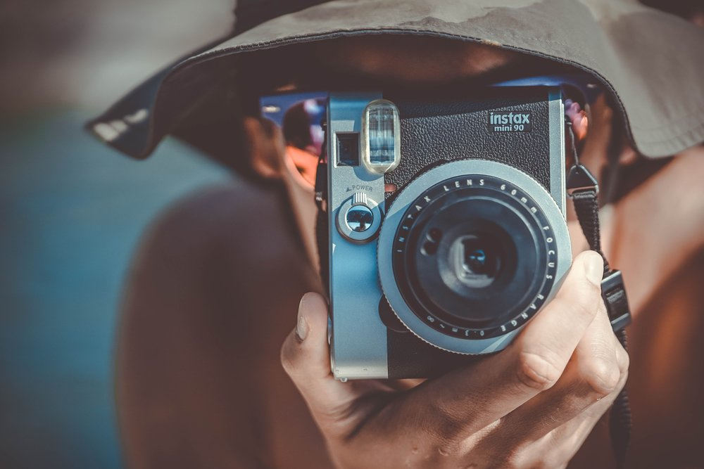 Analoge Fotografie im Zeitalter der digitalen Transformation - Photo by  Eric Ward  on  Unsplash