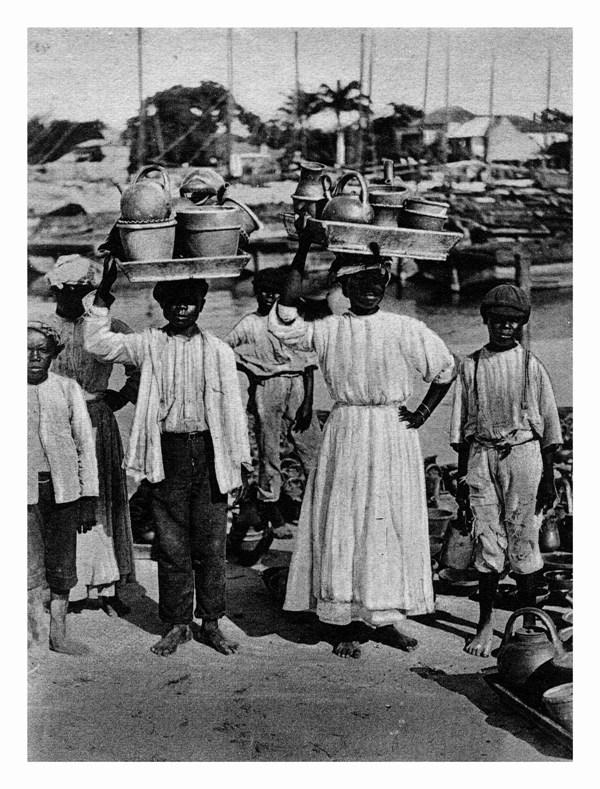Pottery Vendors.jpg