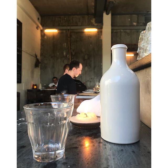 Textures of @jolene_hackney . . . #jolenehackney #newingtongreen #london #interiordesign #texture #industrial #light #flash #bakery #jolene #cosyindustrial