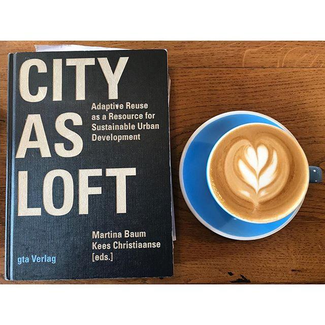 Coffee & books . . . #cityasloft  #gtaverlag #coffee #architecture #urbanism #london #caffeine #caffeinemag #thespoke #city #study #material #texture
