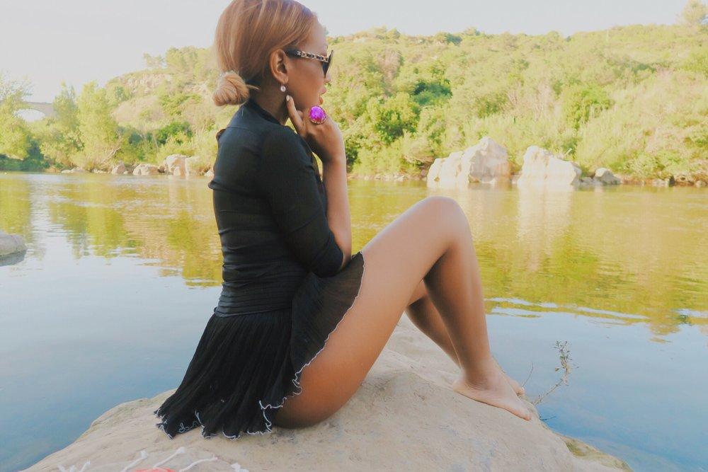 glamorous + isabel marant skirt  + lake + south of france + lake butt + bum .jpg