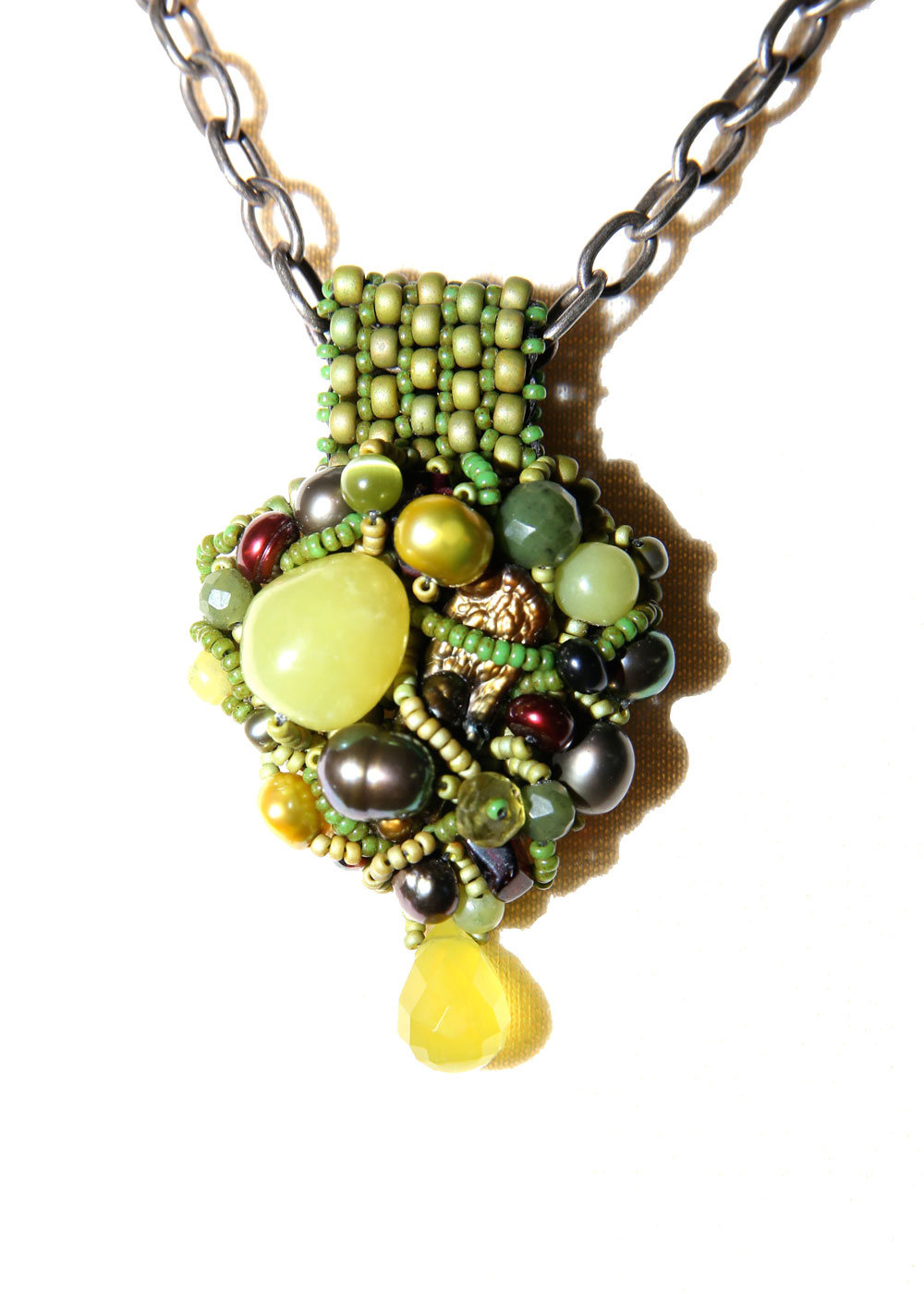 23_Encrusted-Pendant---Green-and-Red_rgb_opt_web.jpg