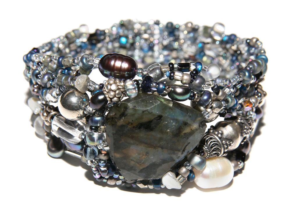 Wanderlust-Bracelet---Blue-Ice-round_web.jpg