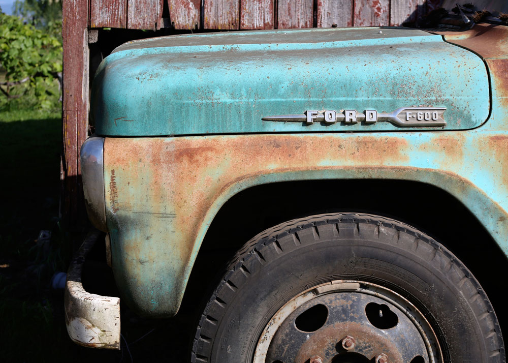 42_Gilbert-Farm-old-green-truck_rgb_opt_web.jpg