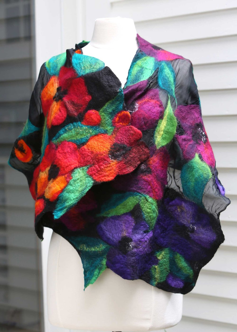 156_Project26_FieldOfPoppiesShawl_rgb_opt_web.jpg