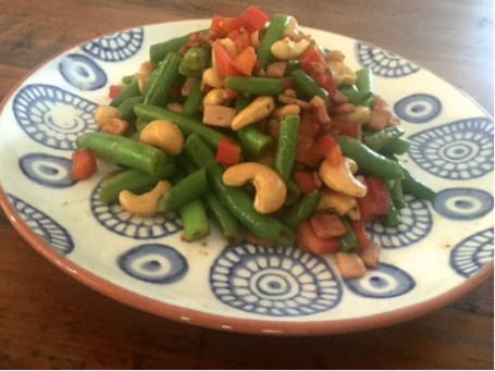 bacon, cashew and green bean salad