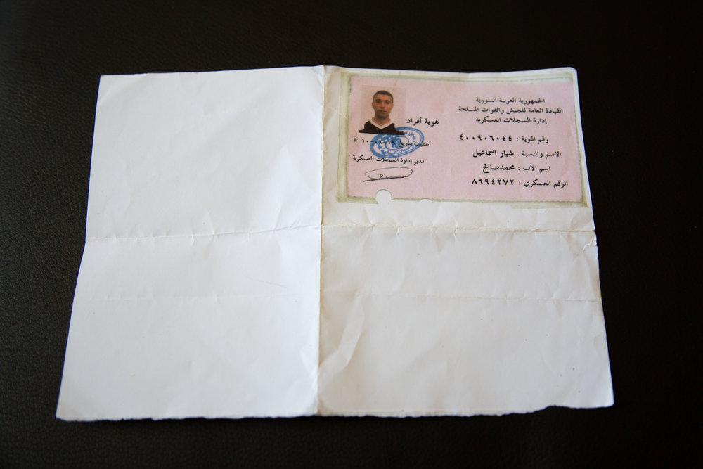 Schiars Militärausweis von Syrien. Er besitzt nur eine Kopie, da das Original bei der politischen Gemeinde aufbewahrt wird.