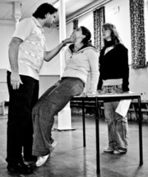 Working on the Monster threatening Mary Shelly goes to Hollywood in rehearsal