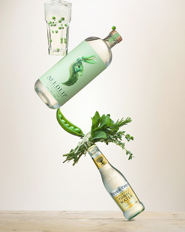 "Seedlip!!! A spirited alternative to alcohol: the ""non-alcoholic spirit"". @seedlipdrinks, Garden 108, a ideal distillation of botanicals including herbs, fruit and bark with the @fevertreemixers, Premium Indian Tonic Water, is the perfect solution to the question of what to drink when you're not drinking? This fantastic equilibrium project realised in collaboration with @StudioKnowles a great balancing act inspired by @seedlipdrinks @seedlip_ben @seelip_stew @seedlip_ellie @helloclairewarner and @fevertreemixers. Have a look at our website to discover the full story: www.the-bunker.com/portfolio_page/seedlip/"