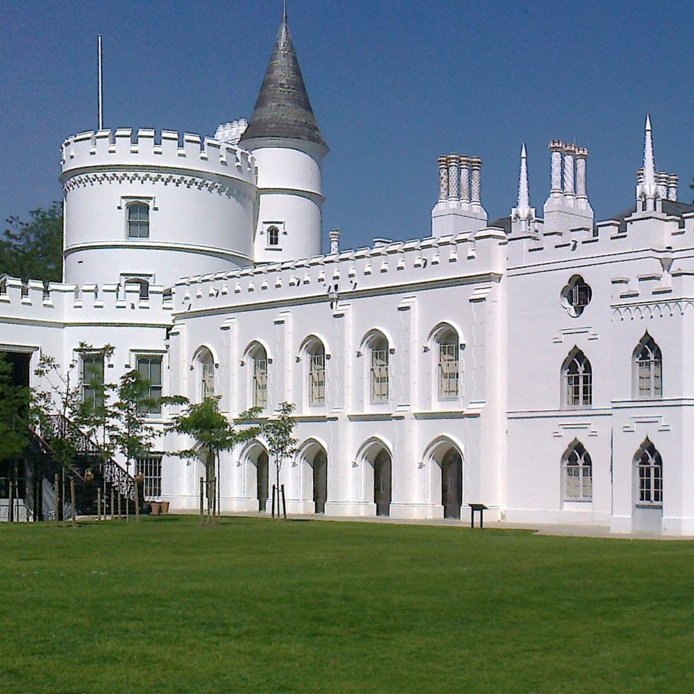 Strawberry_Hill_House_from_garden_in_2012_after_restoration.jpg