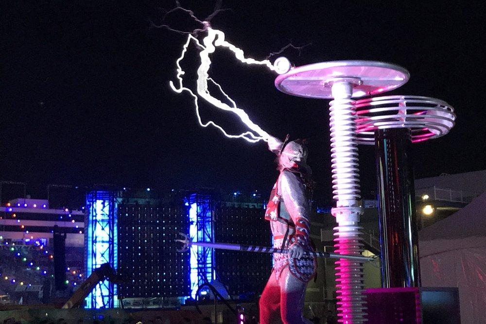 Skyfire arts Edc Vegas lightning face Tesla coil lightning dancers