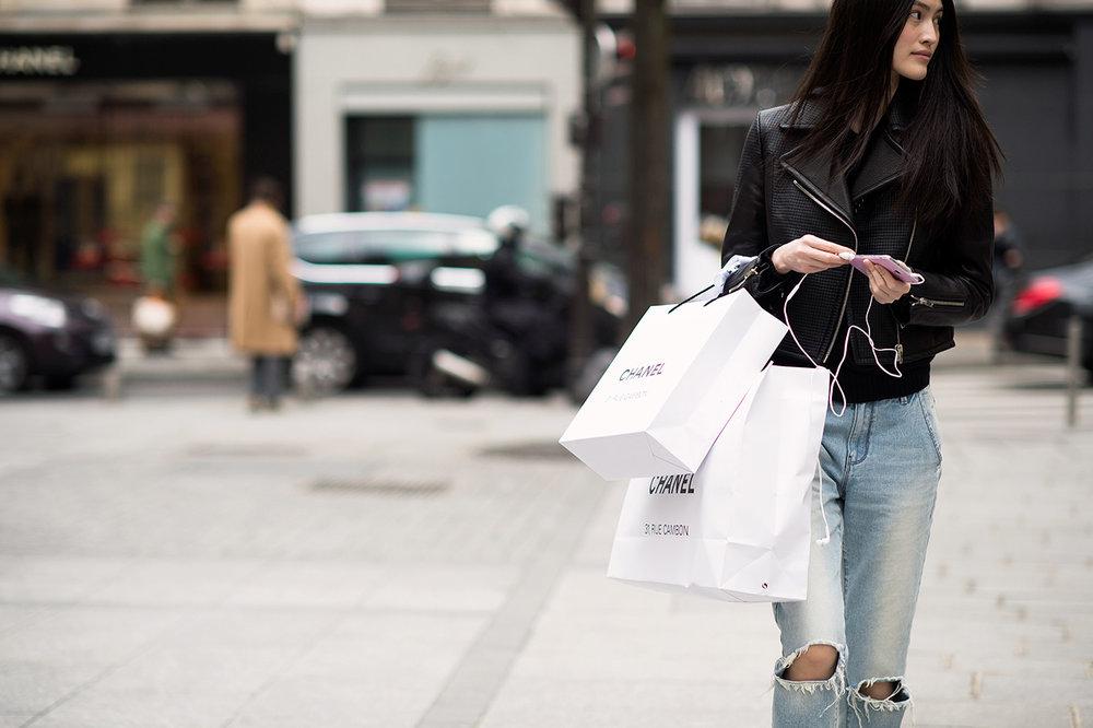 shopping-bag-street-style.jpg