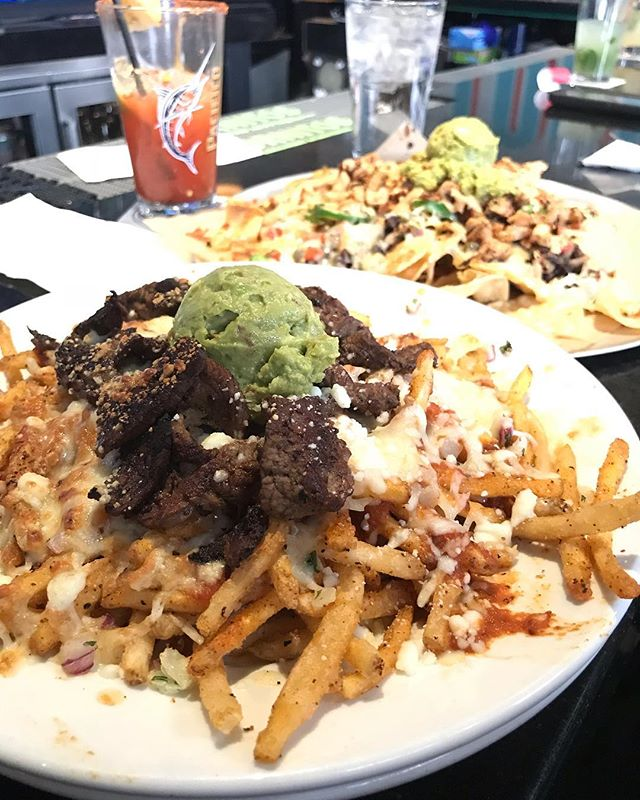 Carne Asada fries!! Mexican fries topped topped with queso fresco, enchilada sauce, carne Assad and guacamole. Available during lunch and dinner!  #torobozeman #bozeman #downtownbozeman