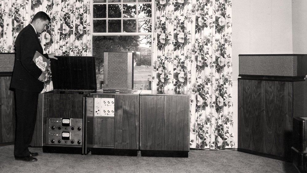 1957 - Paul W. Klipsch introduces his experimental speaker, effectively the worlds first commercial center channel speaker. A year later, it is demonstrated at the World's Fair in Brussels, Belgium.Today, Klipsch still manufactures the Klipsch Heresy III in Hope, Arkansas.