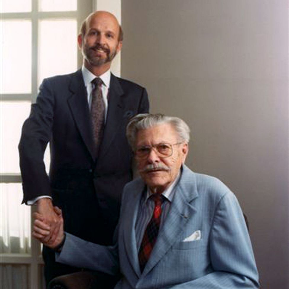 1989 - At age 85, Paul W. Klipsch sells Klipsch & Associates to second cousin and Indianapolis businessman Fred S. Klipsch and his wife Judy. While manufacturing remains in Hope, Arkansas, business operations move to Indianapolis, Indiana. The company is re-named Klipsch, Inc.