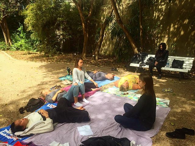 Day 21: Enjoying a mindfulness 🧘‍♀️ session led by @rajini_lolay at the Botanical Gardens 🌸 . . . Where are we going next? . . . Split, Croatia! Apply now to find out more information. Link in bio. 🛫 #digitalroamads . . . #digitalnomads #remotework #locationindependent #entrepreneur #tour #explore #travel #instaphotography #bluesky #valencia #spain #europe #passportready #botanicalgardens #flowers #market #shopping #cheese #meat #food #groceryshopping