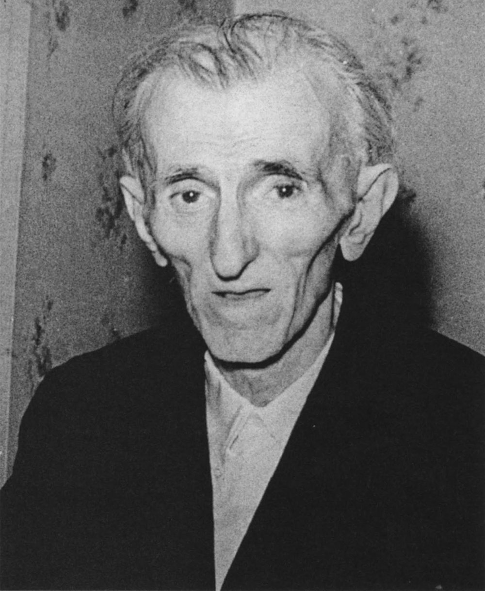 This is the last known photograph of famous scientist, Nikola Tesla who died on the 7 January 1943 at the age of 86, 6 days after this photograph was taken.