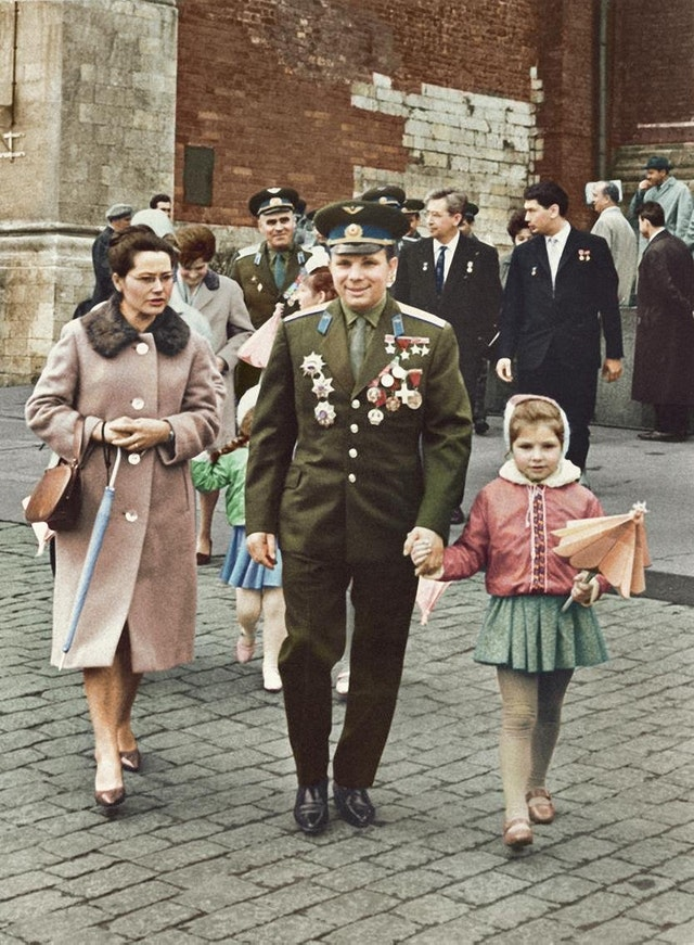 Photograph of Yuri Gagarin along with his wife Valentina and his daughter Yelena in 1961. Colorization by  Konstantin Fiev