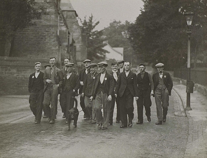 13 Jarrow Citizens on the route toward London in October 1936.