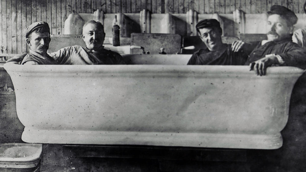One of the bathtubs that William Howard Taft could fit 4 people. It would be unlikely that Taft would get stuck in a bath this size.