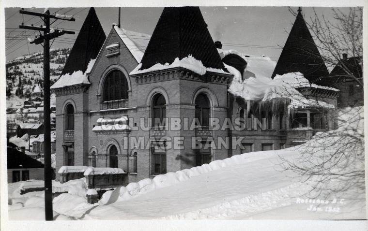 2276.0007 Rossland Court House in the winter 1932