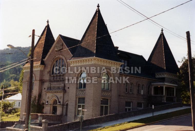 2276.0024 Rossland Court House on the corner of Columbia Avenue & Monte Cristo Street, c.1985