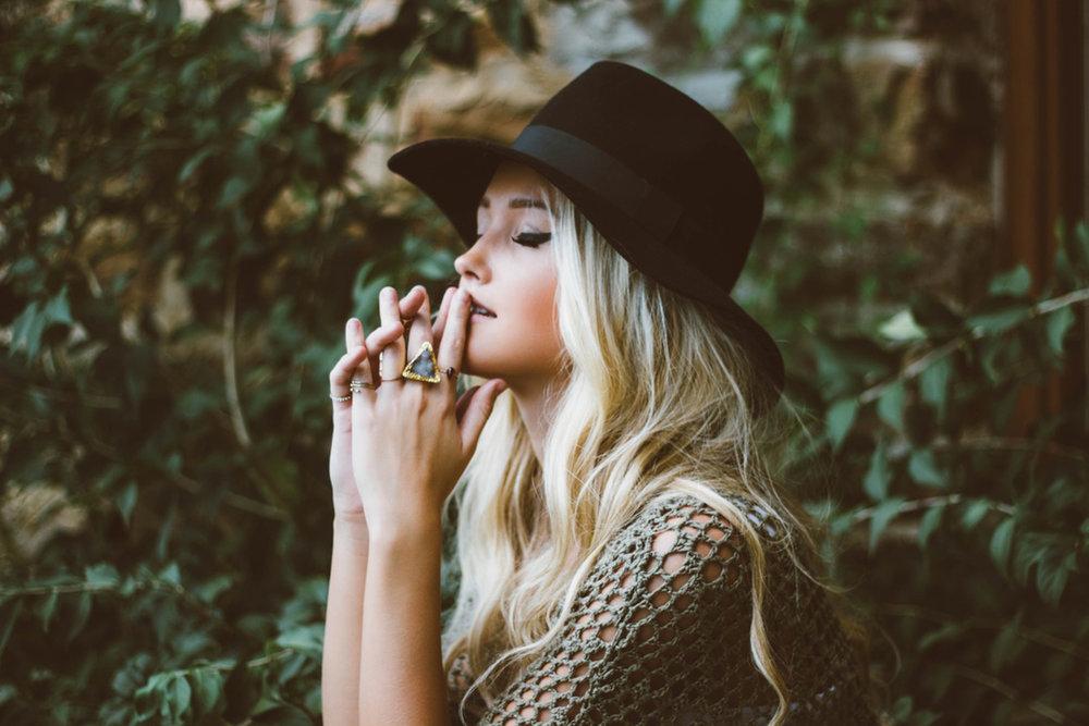 girl-with-rings-hat.jpg
