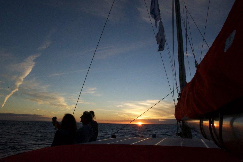 aventure-marine-catamaran-couche-de-soleil-noumea-nouvelle-caledonie-nc.jpg