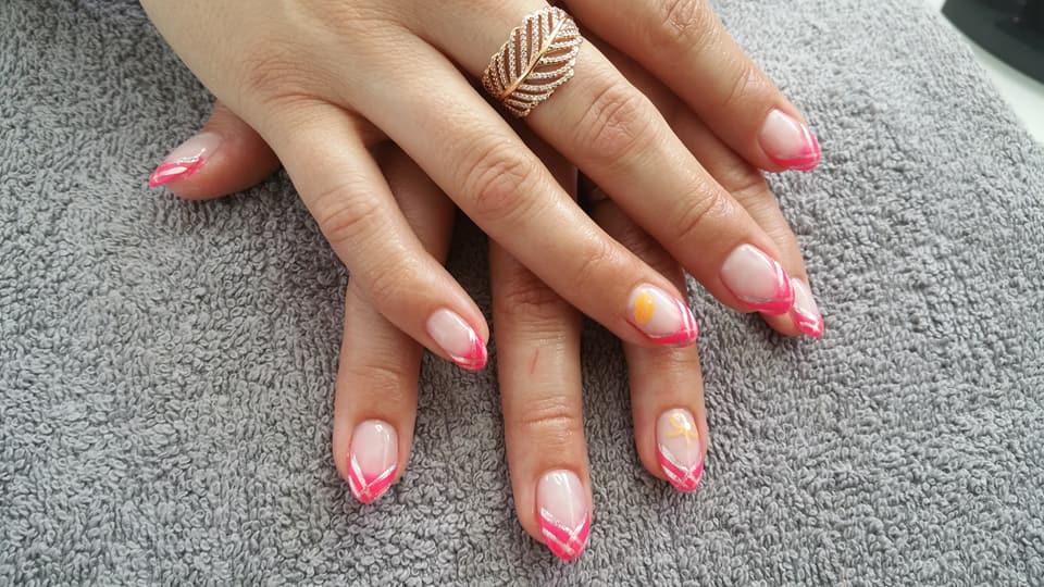 celine-nail-salon-ongles-femmes-roses-noumea-nouvelle-caledonie.nc.jpg