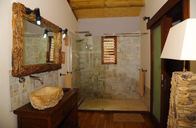 les-cases-de-plum-hotel-salle-de-bain-noumea-nouvelle-caledonie.nc.jpg