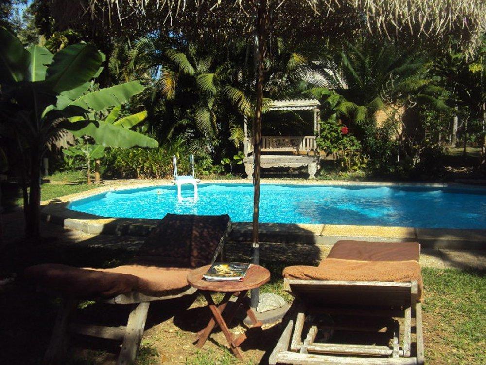 les-cases-de-plum-hotel-piscine-noumea-nouvelle-caledonie.nc.jpg