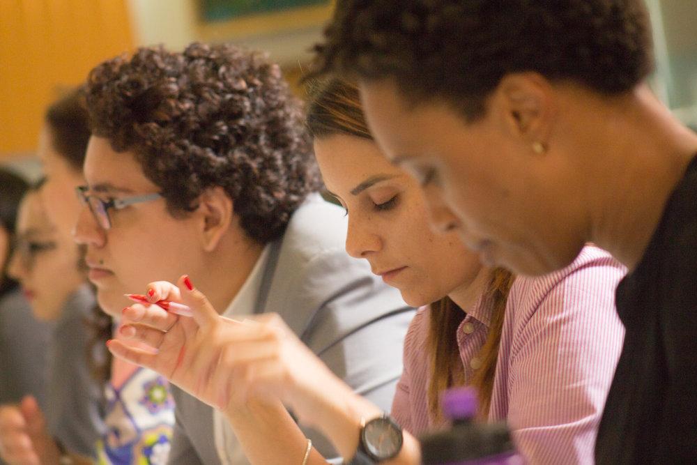 El primer Social Learning se realizó en la Cámara de Comercio de Costa Rica y contó con la participación de más de 40 actores sociales que trabajaron el tema de mujer en tecnología. Foto | Rebeca Monge