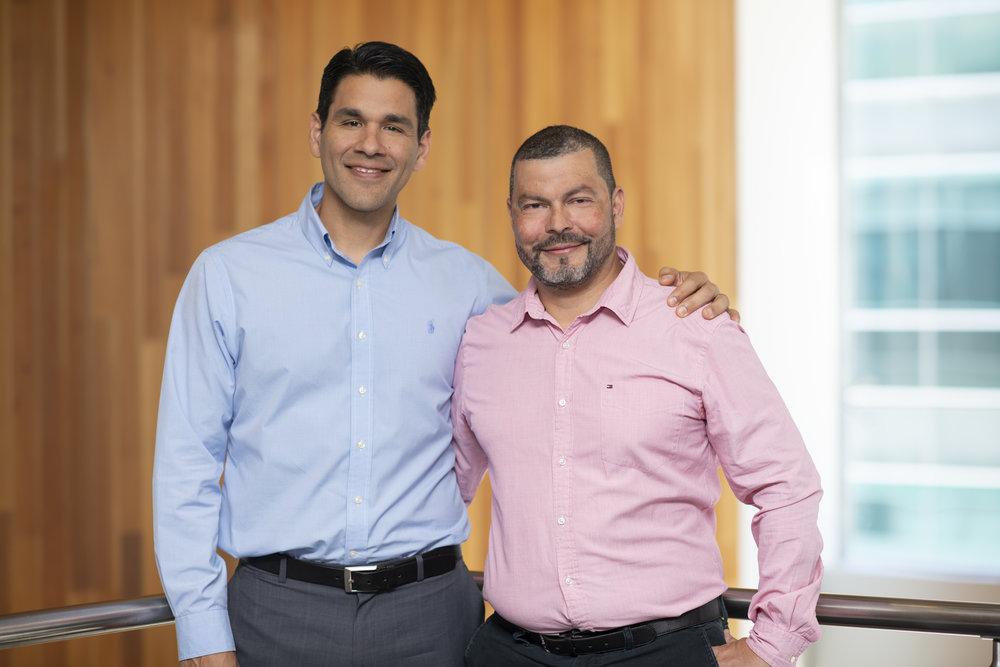 """De izquierda a derecha. Adrián Sibaja, Director de Servicios Experian y Christian Aguilar, Líder de """"EmPower""""."""