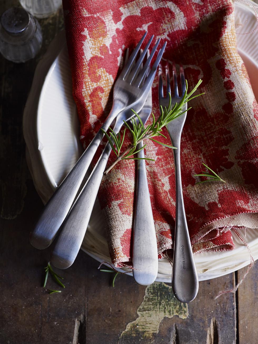 Autumn table setting.jpg