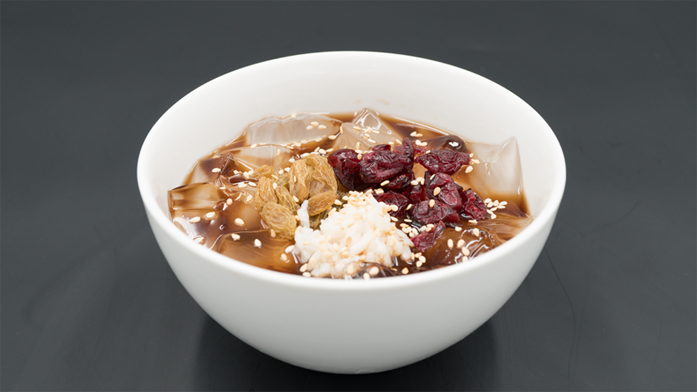 SWEET ICE JELLY 冰粉 - Raisins, cranberries, sesames & Bang sweet syrup (vegan)