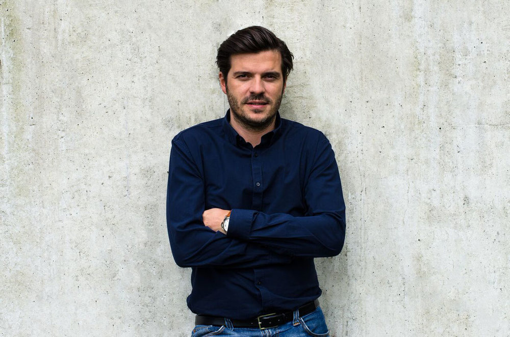 christoph profil schwarzes hemd.jpg