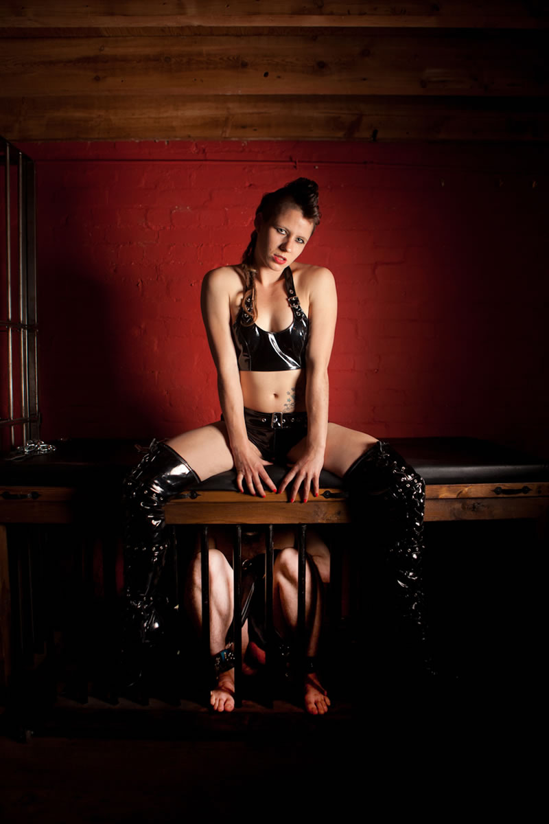 MISTRESS PIP. STRONG & NATURALLY DOMINANT. SPECIALISING IN KIDNAP & WRESTLING