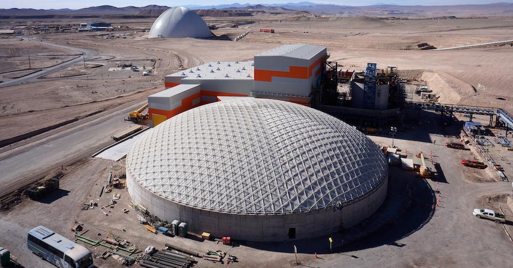 La segunda estructura para Sierra Gorda, de 62m, con revestimiento interno para prevenir corrosión.
