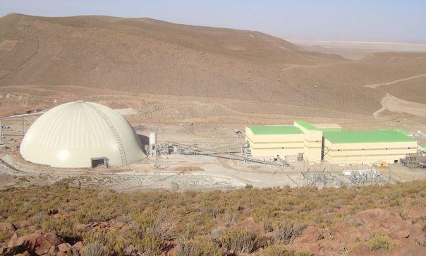 Obra completa: a 4,000 metros sobre el nivel del mar, en el Altiplano de los Andes, la Mina San Cristóbal es un excelente ejemplo de una aplicación de minería amigable al ambiente.